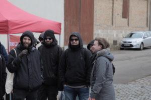 Ganz der Vater: Fabian Alexander Stegner, 3 v. rechts, Sonnenbrille und Schal.